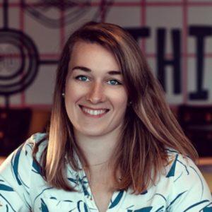 Portrait d'Apolline Rouzé, UX writer et copywriter.